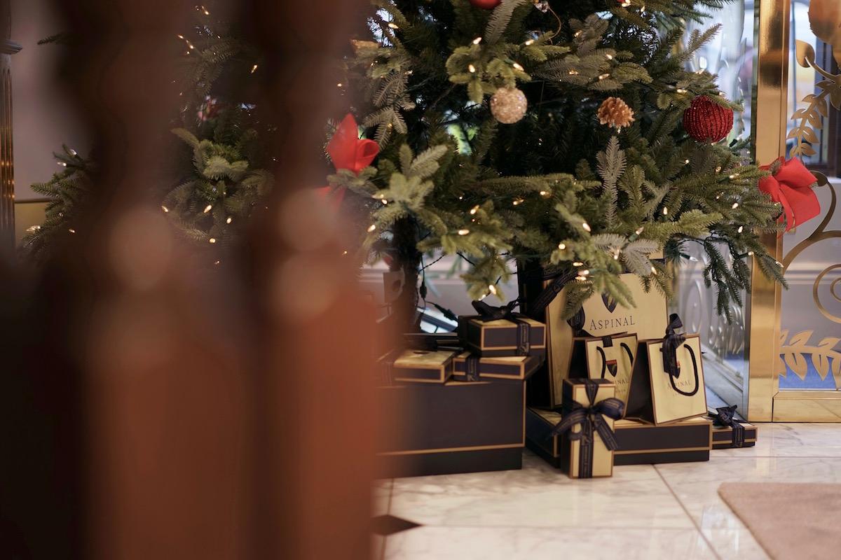 Aspinal Christmas Presents Tree